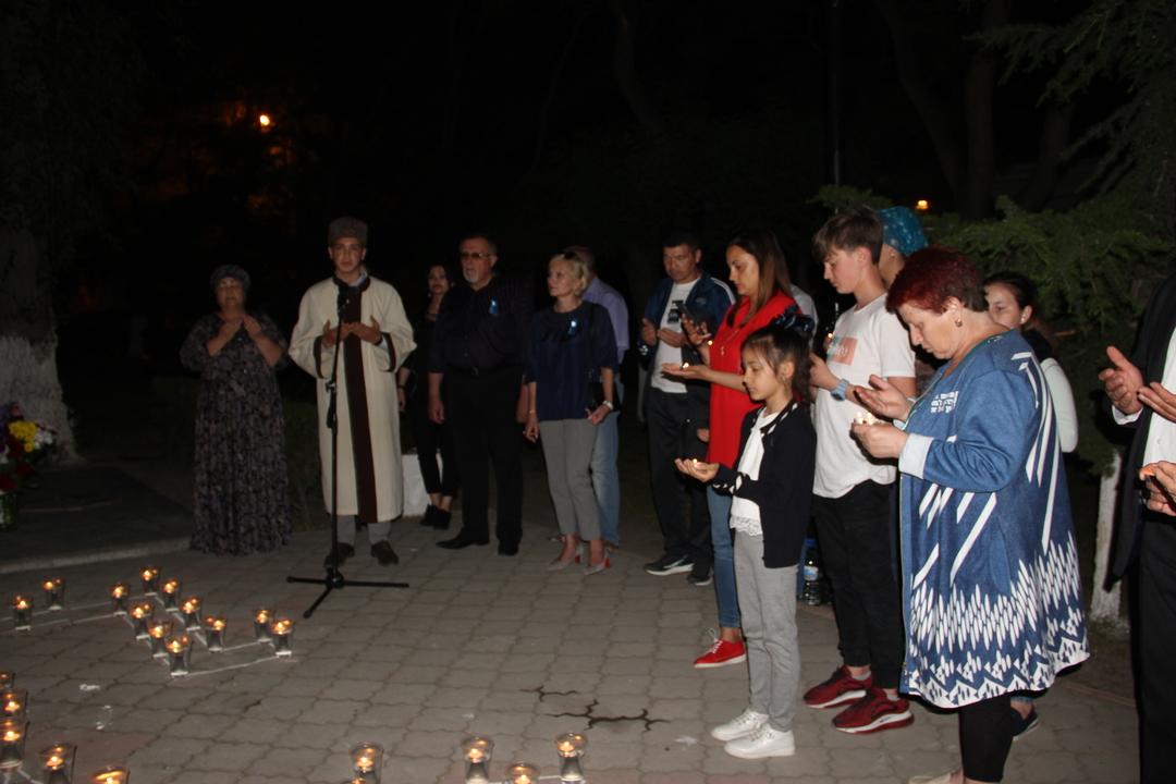 В Феодосии состоялась памятная акция «Зажги свечу в своем сердце»